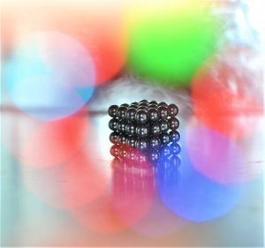 Magnetické guličky: kreatívny relax alebo nebezpečná hračka