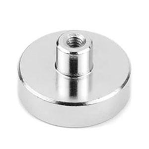 magnet v puzdre s vysunutým vnútorným závitom