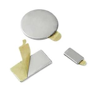 neodýmové magnety so samolepkou
