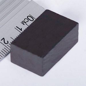 Feritový   magnet kváder 22x15x12 mm - Y30BH