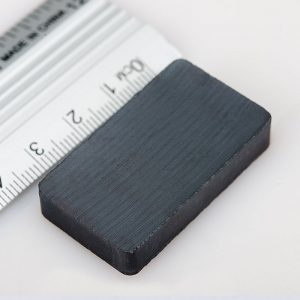 Feritový   magnet kváder 40x25x5 mm - Y30BH