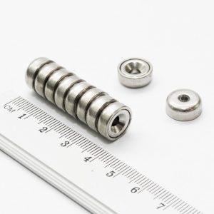 Magnet   v puzdre s dierou pre skrutku 12x5 mm