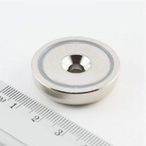 Magnet v puzdre s dierou pre skrutku 32x8 mm