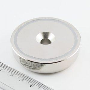 Magnet   v puzdre s dierou pre skrutku 60x15 mm