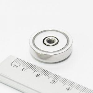 Magnet   v puzdre so závitom cez celý magnet 25x8 mm