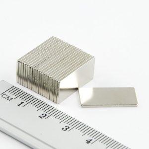 Neodýmový   magnet kváder 20x10x1 mm - N38