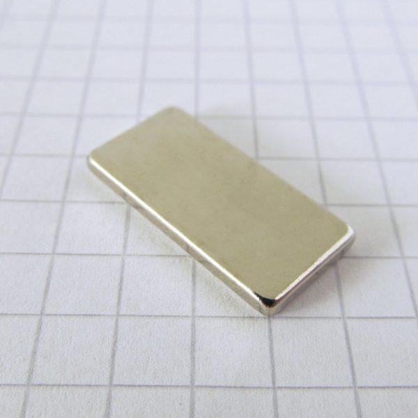 Neodýmový   magnet kváder 20x10x2 mm - N38