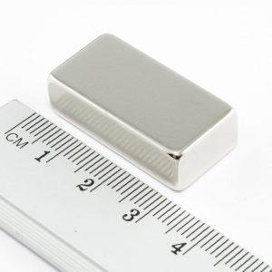 Neodýmový magnet kváder 30x15x8 mm - N38