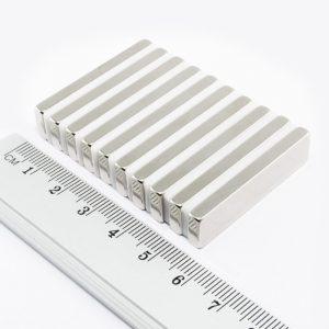 Neodýmový magnet kváder 40x10x3 mm - N38