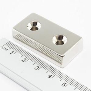 Neodýmový   magnet kváder 40x20x10 mm s 2 dierami obojstranný - N38