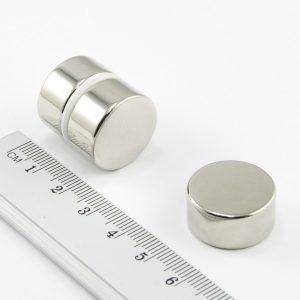 Neodýmový magnet valec 20x10 mm - N38