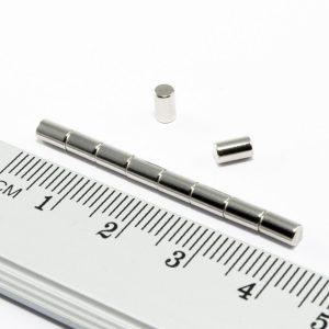 Neodýmový magnet valec 3x5 mm - N30